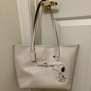Coach Snoopy Tote Off White